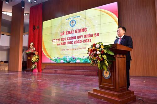 Vietcombank tặng 200 triệu để trao học bổng cho sinh viên Học viện Tài chính