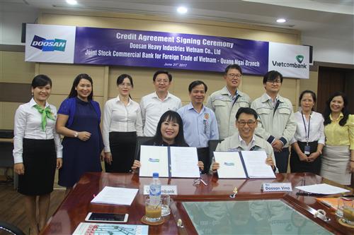 Vietcombank Quảng Ngãi ký kết hợp đồng cấp tín dụng trị giá 2.271 tỷ đồng với Doosan Vina