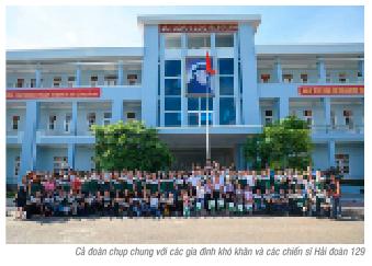 Đoàn Thanh niên Vietcombank tổ chức chương trình tặng quà các gia đình chiến sĩ hải quân tại Vũng Tàu