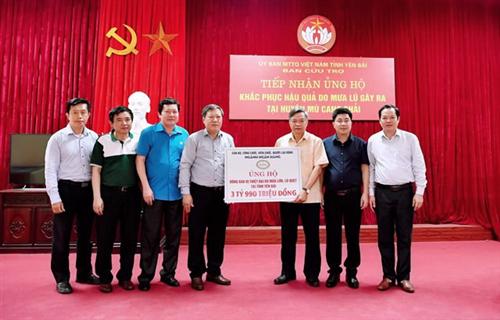 Công đoàn Ngân hàng Việt Nam ủng hộ 3 tỷ 990 triệu đồng giúp đồng bào huyện Mù Cang Chải, tỉnh Yên Bái khắc phục khó khăn sau lũ