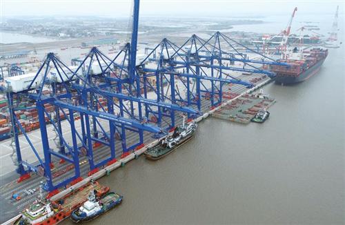 Việt Nam xuất siêu tới 6,5 tỷ USD giữa bão Covid, nên mừng hay lo?