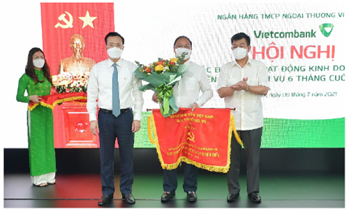 """Vietcombank quyết tâm hoàn thành """"nhiệm vụ kép"""" trong 6 tháng cuối năm 2021"""