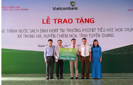 Vietcombank trao tặng công trình cấp nước sạch cho trường học tại huyện Chiêm Hóa, tỉnh Tuyên Quang