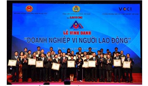 """Vietcombank được vinh danh """"Doanh nghiệp vì Người lao động"""" 4 năm liên tiếp"""
