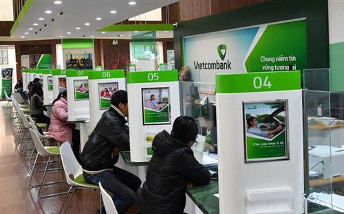 Đóng góp của thu nhập từ hoạt động dịch vụ vào tổng thu nhập của ngân hàng thương mại - Các ngân hàng thương mại Việt Nam đang ở đâu?