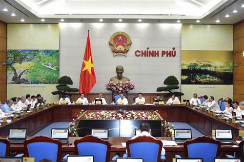 Thủ tướng Chính phủ: NHNN tổ chức thực hiện tốt Nghị quyết về xử lý nợ xấu, phấn đấu giảm lãi suất cho vay