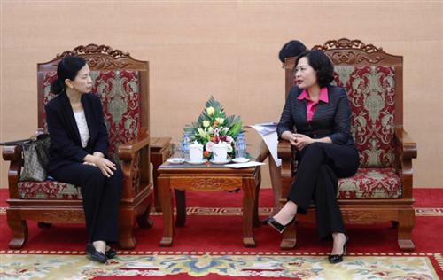Phó Thống đốc Nguyễn Thị Hồng làm việc với bà Philaslak Yukkasemwong, Giám đốc Điều hành ADB