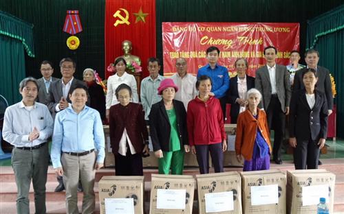 Đảng uỷ Cơ quan NHNN Trung ương bàn giao nhà tình nghĩa và tri ân người có công tại huyện Gio Linh, tỉnh Quảng Trị