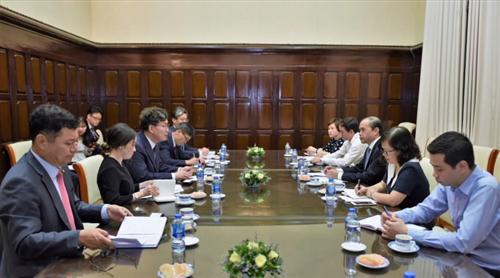 Phó Thống đốc NHNN Nguyễn Đồng Tiến tiếp Chủ tịch Ngân hàng Nonghyup Hàn Quốc