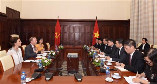 Vương quốc Anh sẵn sàng hợp tác với Việt Nam trong lĩnh vực ngân hàng