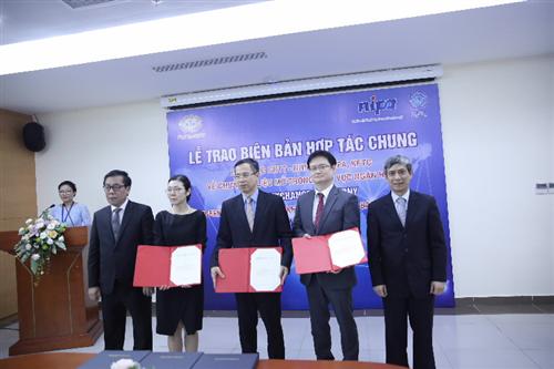 Lễ trao Biên bản và hoạt động hợp tác chung về giao diện lập trình ứng dụng mở trong lĩnh vực ngân hàng
