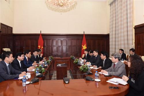 Thống đốc NHNN tiếp Chủ tịch Tập đoàn Tài chính Hana (Hàn Quốc)