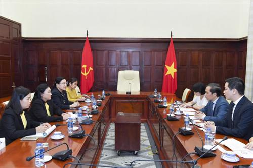 Phó Thống đốc Đoàn Thái Sơn tiếp Phó Chủ tịch Ngân hàng EXIM Thái Lan