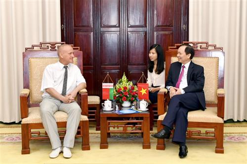 Phó Thống đốc NHNN Đào Minh Tú tiếp Đoàn đại biểu Công đoàn ngành Tài chính - Ngân hàng Belarus