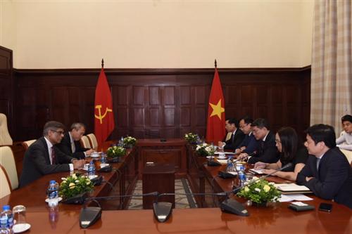 Thống đốc Lê Minh Hưng tiếp đoàn Ngân hàng Thanh toán Quốc tế