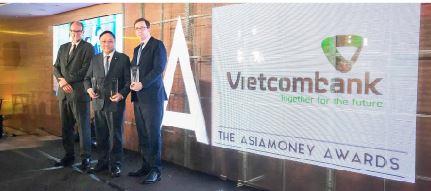 Vietcombank nhận giải thưởng ngân hàng tốt nhất  và công ty nổi bật nhất trong ngành tài chính  Việt Nam của Asiamoney