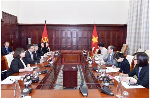 Phó Thống đốc NHNN Đoàn Thái Sơn tiếp Phó Tổng Giám đốc CCB