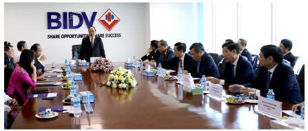 Thủ tướng Chính phủ nước CHXHCN Việt Nam Nguyễn Xuân Phúc thăm và làm việc  tại Chi nhánh BIDV Yangon
