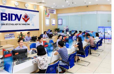Hiệu ứng ngưỡng quy mô  trong tác động của đa dạng hóa thu nhập  tới lợi nhuận ngân hàng thương mại - Nghiên cứu thực nghiệm tại Việt Nam