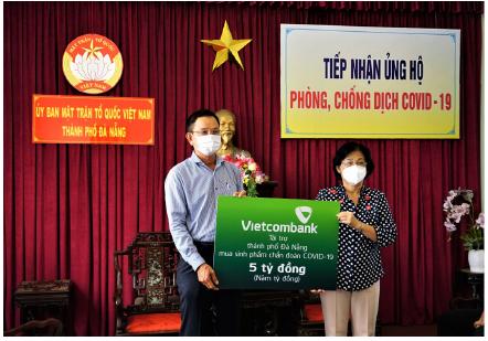 Vietcombank ủng hộ 5 tỷ đồng chung tay cùng thành phố Đà Nẵng đẩy lùi Covid 19