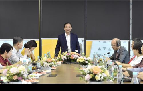 Phó Thống đốc thường trực NHNN Đào Minh Tú làm việc với Techcombank về triển khai Quyết định số 1355/QĐ-NHNN và Thông tư số 01/2020/TT-NHNN