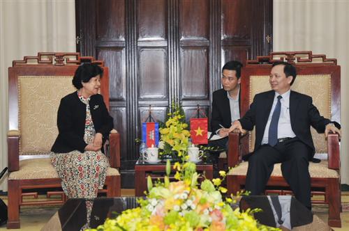 Phó Thống đốc NHNN Việt Nam Đào Minh Tú tiếp xã giao Phó Thống đốc NHQG Campuchia
