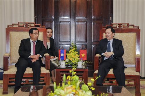 Phó Thống đốc NHNN Việt Nam Đào Minh Tú tiếp xã giao Phó Thống đốc NHCHDCND Lào