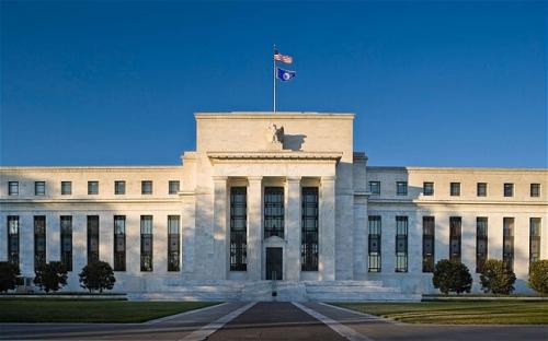Fed giữ nguyên lãi suất, nhưng xem nhẹ tăng trưởng kinh tế yếu